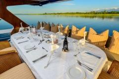 6 Main dining - Mid Deck